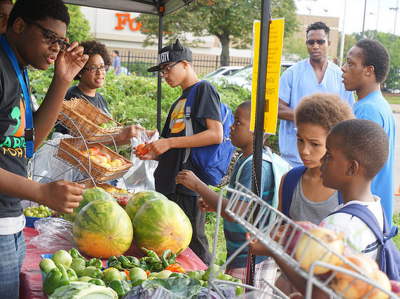 Shop safely at the farmers market